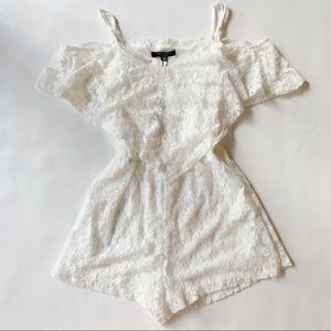 ROMEO & JULIET NWT White Lace Romper Small